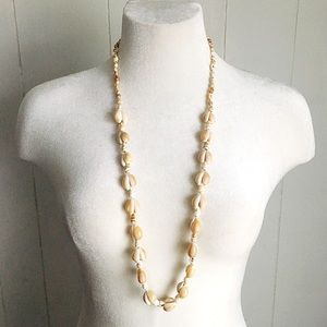 Jewelry - 🆕 Listing!  Vintage | Shell Necklace